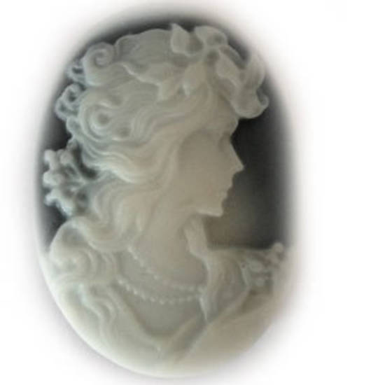 Cameo Cabochon: Black and white oval 28x38mm, classical female head.