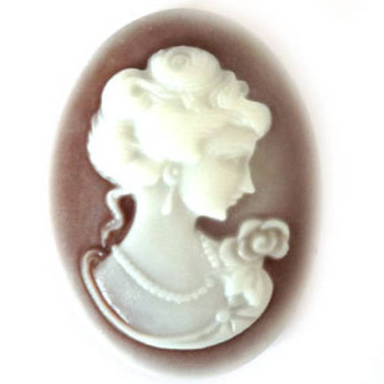 Cameo Cabochon: Brown and white oval 28x38mm, classical female head