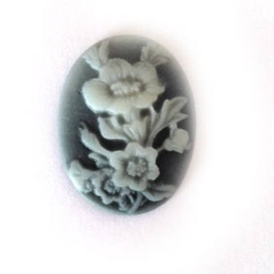 Cameo Cabochon: Black and white oval 18x24mm, floral theme