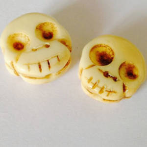 Bone Bead: Flat Skull 14mm