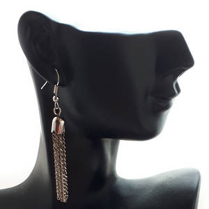 EARRING: Plain short tassel - Silver