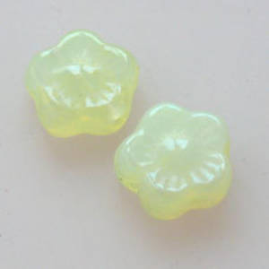 NEW! Flat Flower, 10mm - Light Yellow Opaque