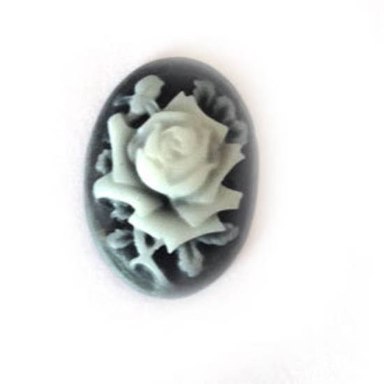 Cameo Cabochon: Black and white oval 18x24mm, feature rose