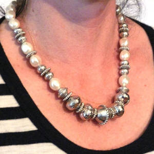 KIT: Elegant Necklace, white and silver. Shaped pearls.