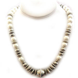 KIT: Elegant Necklace, white and silver. Round pearls.